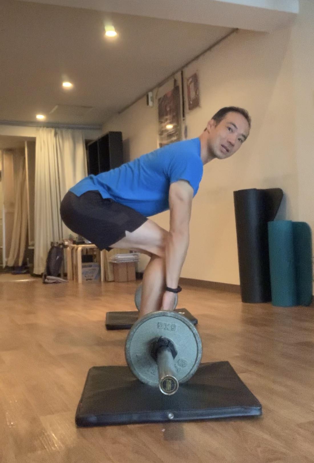 やっぱりフォームが大事!ダイエット、腰痛改善にも有効な筋トレフォームはパーソナルトレーニングで細かくチェック!