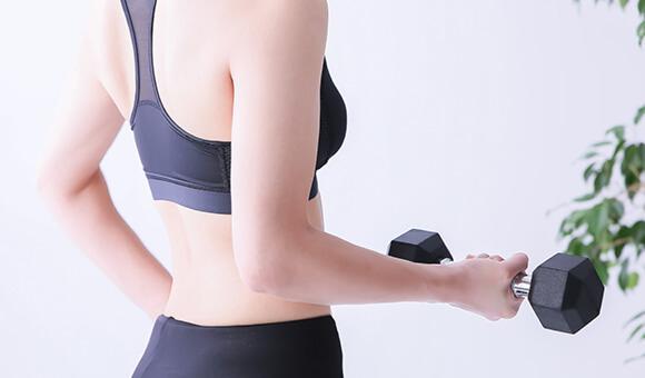 やっぱりフォームが大事!ダイエット、腰痛改善にも有効な筋トレフォームはパーソナルトレーニングで細かくチェック!の画像